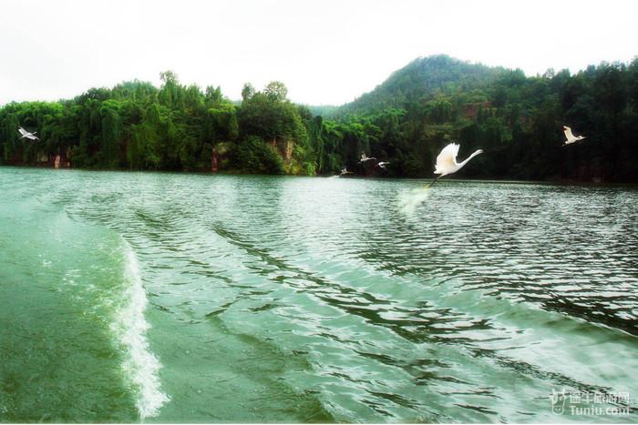 """""""白鹤湖""""位于重庆合川区西北"""