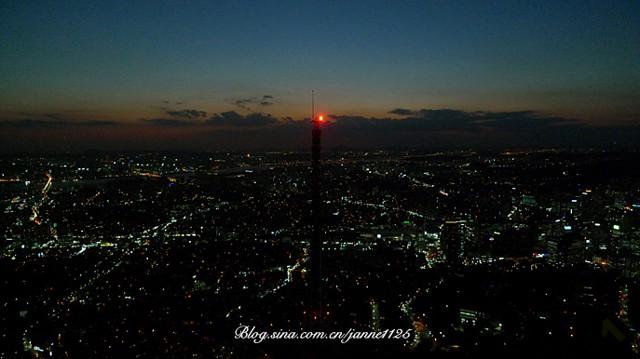 第三次便是在这南山上的首尔塔,相比前两次看到主打铜质的情人锁,韩国