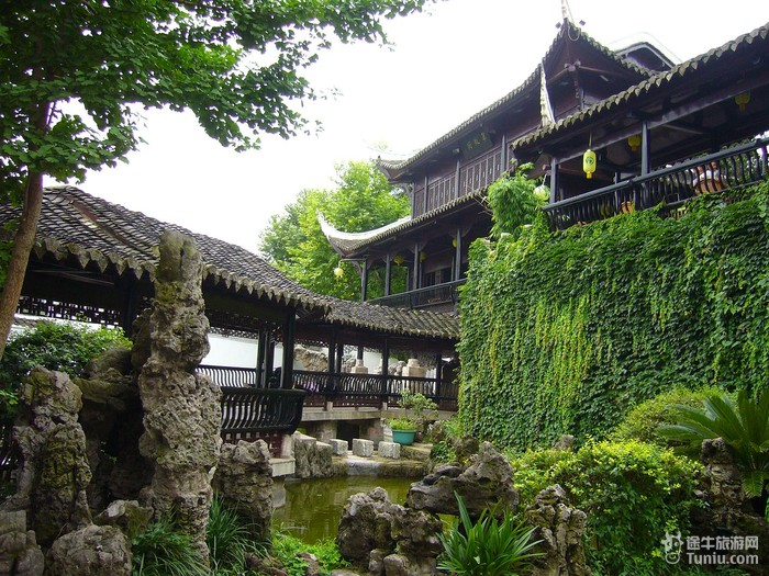 听导游介绍说翠微园旧名观音寺,建于明代,最初名为南庵....