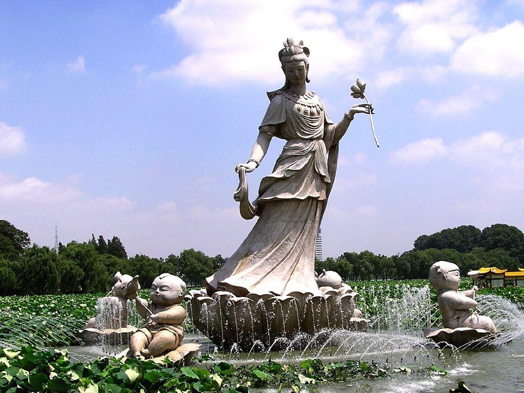 景点介绍 玄武湖 玄武湖公园位于南京城中,钟山脚下的国家级风景区