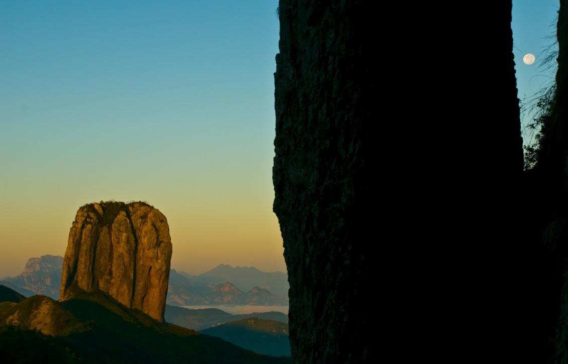 灵峰景区最佳旅游季节 游灵峰一定要看夜景,这才是雁荡山的精灵所在.